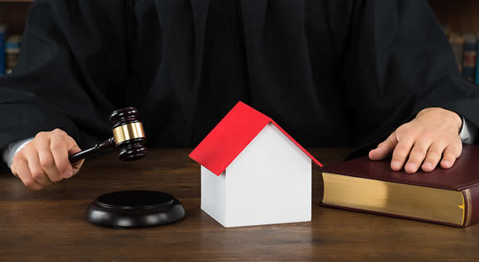judge deciding on house in divorce case