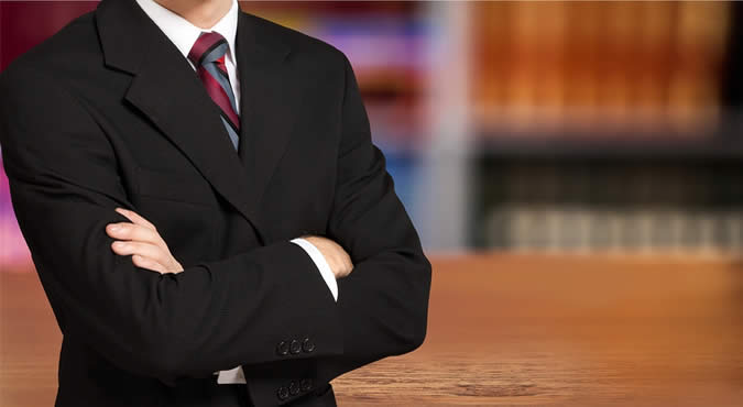 picture of litigation lawyer in a courtroom