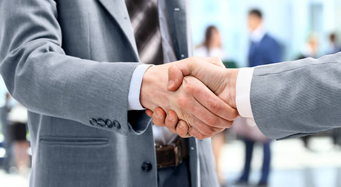 shaking hands top family lawyer in Austin